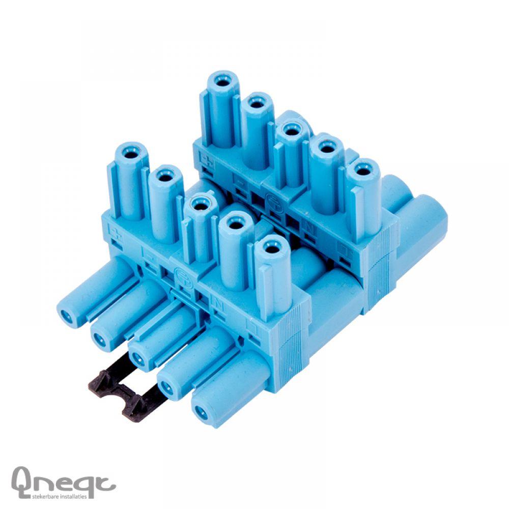 Qneqt 5-polige verdeler 1 in 3 uit pastelblauw horizontaal